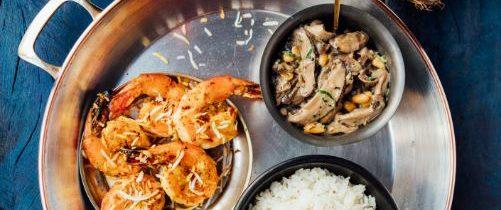 Arroz jasmin ao coco, ragu de shiitake e camarão