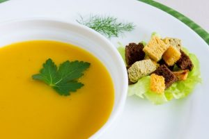 KUR HOTEL - Sopa-de-cenoura-ao-curry-e-gengibre - WEB