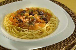 Spaghetti-Alla-Putanesca - ADRIA