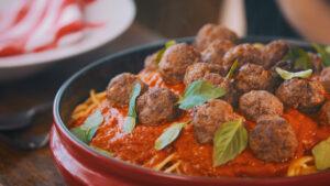 ISABELA Espaguete-ao-Molho-de-Tomate-Assado-e-Mini-Almondegas