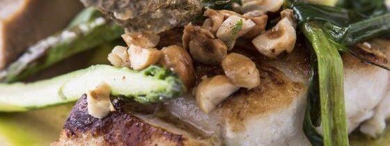 Peixe e cogumelos caramelizados